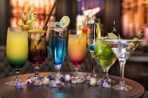 kolorowe drinki cygaro club