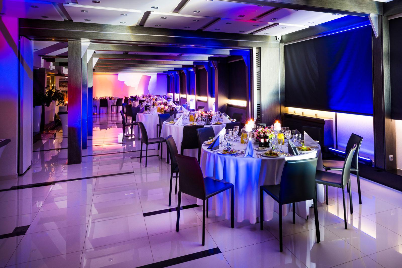Oferta eventowa stoły dla klientów